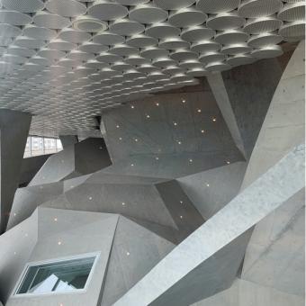 アルミ材 1「秋葉区文化会館」